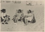 Photograph of Elisabeth Wolff and two unidentified women on a beach, undated